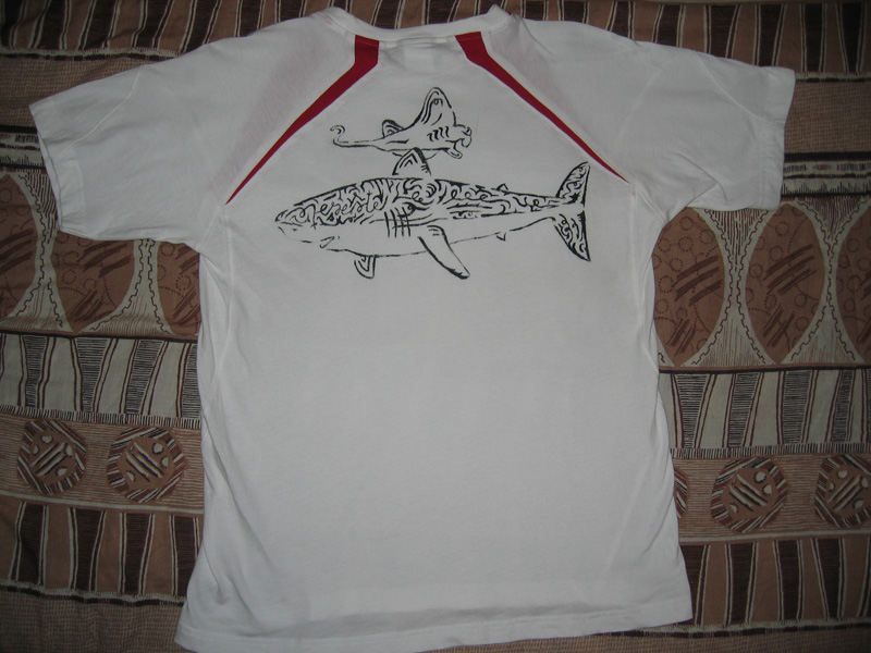 T-shirt requin raie manta tribal