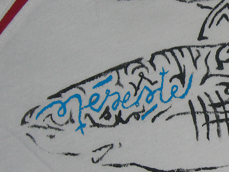 T-shirt requin signature ambigramme